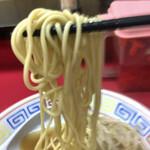 江戸金 - 麺は中太気味な これまた旧いタイプかな?
