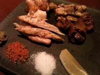 ino - 地鶏の炭焼き盛り合せ