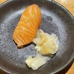 大衆酒場 スシスミビ - サーモンのお寿司