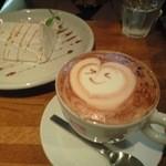 カフェ エウル - シフォンケーキとカプチーノ
