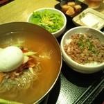 14290120 - 冷麺と肉そぼろご飯