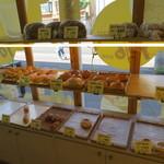 天然酵母のパン イーサタケ - パン売り場1