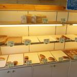 天然酵母のパン イーサタケ - パン売り場2
