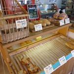 天然酵母のパン イーサタケ - パン売り場4