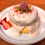 cafe a。u。n - いちごカスタードのパンケーキ