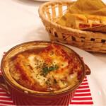 ル・クロ・モンマルトル - オニオングラタンスープとパン