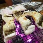 めん房 - 穴子は七輪で焼いて食べます。