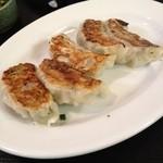 ホロトン - 餃子、土日は150円、これだけは普通に美味しい