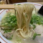 博多荘 - 麺は細ストレート系