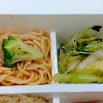 パリヤ - エビマヨスパサラダ、ちぎりキャベツと白菜の青山椒オイル ♪