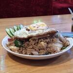 タイ料理レストラン バンチャン - カオパットキマオ