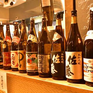 懐かしい「焼酎ハイボール」や辛口の日本酒を、もつ焼きとぜひ♪