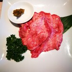 焼肉 徳寿 - 熟成塩牛タン アップ