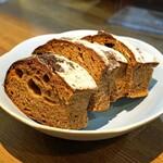 レ・ピコロ - 自家製のパン