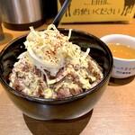 1ポンドのステーキハンバーグ タケル - 旨馬丼 肉馬し盛300g(1,460円)