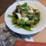 鎌倉パスタ - 料理写真:Aランチセット(451円)はサラダ・焼き立てパン食べ放題・バニラアイスにドリンクが付いています(^o^)