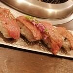 焼肉 有牛 - 肉寿司 4貫