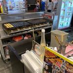 道頓堀 コナモンミュージアム - 少量でも作り置きではなく焼き立てを提供してくれはります♡