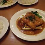 かすみ亭 - 料理写真:サーモンムニエル(バター醤油ソース)・ライス