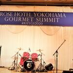 ローズホテル横浜 - 君嶋社長のライヴも。
