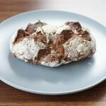 クライネスドルフ - 料理写真:・全粒粉のパン クルミクランベリー 320円/税込