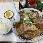 ぺーぱん - 料理写真:醤油チャーシュー麺 小ライス