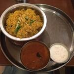 Truly south indian dakshin yaesu - 壺入りビリヤニ1750円!             高い!             カレーはナス。             ライタはピクルスライタです。             このライタ美味しい。