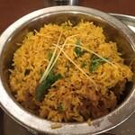 Truly south indian dakshin yaesu - ちょっとカレーっぽいですけど、             オリジナル感がある香りです。             バスマティはちょうどいい乾き具合です。