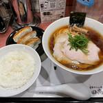 Ramenkagetsuarashi - 飯田商店しょうゆチャーシュー麺+ギョーザセット