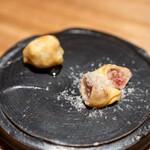 兎屋 - 金柑とゴルゾンゾーラの餃子、蜂蜜 無花果と生ハムの餃子、ペコリーノロマーノ