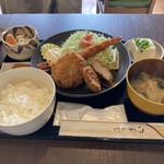 カフェ&ギャラリーゆうせい丸 - 料理写真:ミックスフライ定食