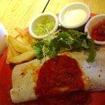 ハバナ カフェ - チキン&チーズのブリトーのランチ(840円)