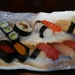 Yoshizushi - Sセットの寿司