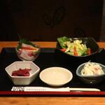 北の味紀行と地酒 北海道 - 生ビおつまみ小鉢3種+サービスのお通しール