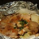 北の味紀行と地酒 北海道 - 北海サーモンと豚バラのアルミホイル焼き
