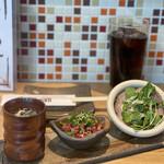 143019144 - 5時間炊いた黄金のスープ・十勝ハーブ牛の塩ユッケ・ローストビーフのちょい盛りサラダ