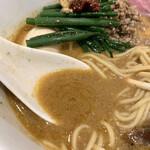 らーめん これこれ - 味噌のスープは濃厚、中サラリ。少し甘い。