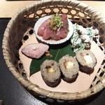 蕎麦屋 にこら - そば寿司、ツルムラサキの白和え、京鴨ロース、よこわ