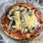 パン・ド・プルーブ - 料理写真:「きのこピザ」180円也。税込。