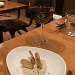 Garlic x Garlic Kitchen - お通しとグラスワイン
