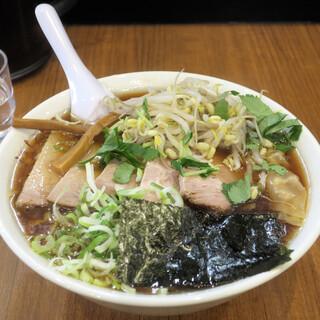 いしとみ - 料理写真:チャーシューワンタンメン1,150円