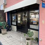 セシュエット - ピンクの壁と小さなブルーのサイン。かわいいお店だったのに閉店してしまうのは残念です(T . T)