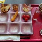 143045155 - チビッ子の朝食