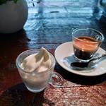 グラムキッチン - 牛乳屋さんのソフトクリーム(プチ)&エスプレッソ