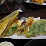 楽食 - 野菜天ぷら、サクサク