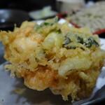 楽食 - 海老、ホタテ。(かき揚げせいろ1,122円)