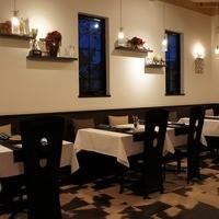レストラン リュウ - 2011年秋の店内(好色青年さんからの添付)