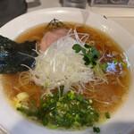 麺屋 侍 - 土日限定のあっさり侍らーめん(醤油)750円 薬味増し50円