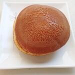 和菓子処 餅萬 - 焼き印がない栗どら焼き
