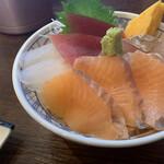 海鮮丼屋 海舟 - 地魚3種+サーモン丼